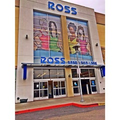 Photo taken at Ross Dress for Less by ifuckforegoyard on 3/3/2014
