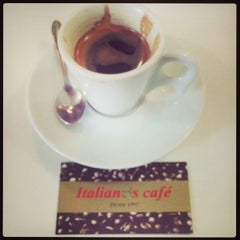 Photo taken at Italiano's Café Expresso by Roberto F. on 7/11/2013