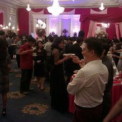 Photo taken at Menara Peninsula Hotel Jakarta by Sonny L. on 3/30/2013