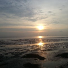 Photo taken at Pantai Morib by Win Nee on 5/3/2013