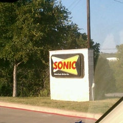 Photo taken at SONIC Drive In by sheldon on 9/25/2012