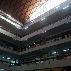 Photo taken at Facultad de Arquitectura y Urbanismo by Gabriela M. on 8/16/2013