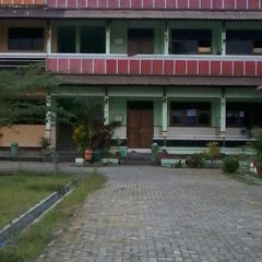 Photo taken at SMP Negeri 2 Temanggung by Ayu Maharsi C. on 8/30/2013
