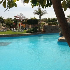Photo taken at Sunset Beach Resort | منتجع شاطئ الغروب by Haitham B. on 3/14/2013