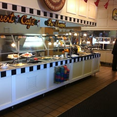 Photo taken at Golden Corral by Luis A. on 10/21/2013