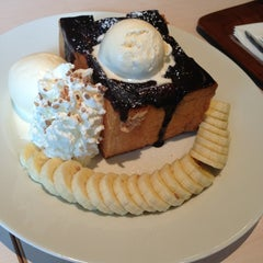 Photo taken at After You (อาฟเตอร์ ยู) by Porpla P. on 7/21/2013