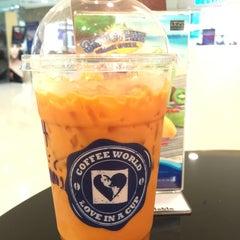 Photo taken at Coffee World (คอฟฟี่ เวิลด์) by CK on 6/9/2015