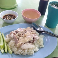 Photo taken at หลักสองข้าวมันไก่ by Nattasit T. on 1/14/2014