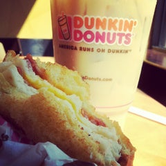 Photo taken at Dunkin' Donuts by Lindsay B. on 9/14/2012