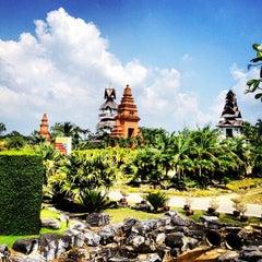 Photo taken at สวนนงนุช (Nong Nooch Garden & Resort) by TOP S. on 10/26/2012