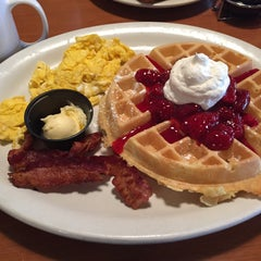 Photo taken at Perkin's Restaurant by 🍀Kelli M. on 12/21/2014
