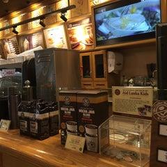 Photo taken at The Coffee Bean & Tea Leaf by Ryan Y. on 10/31/2015