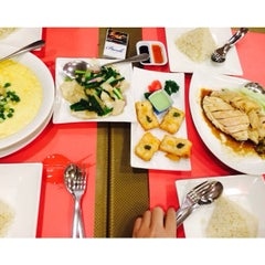 Photo taken at Boon Tong Kee 文東記 by Shermaine R. on 2/1/2014