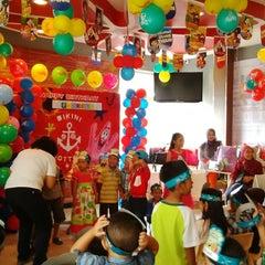 Photo taken at KFC / KFC Coffee by Pungki A. on 5/31/2014