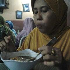 Photo taken at Sate Padang Afrizal Amir by Nadra K. on 8/1/2014