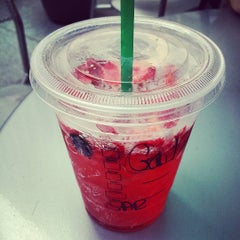 Photo taken at Starbucks by Gaëlle M. on 7/28/2015