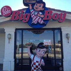 Photo taken at Bob's Big Boy Restaurant by Konstantin S. on 1/16/2013