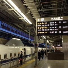 Photo taken at JR 新大阪駅 25-26番線ホーム by kotarou h. on 11/5/2012