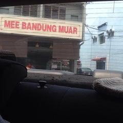 Photo taken at Mee Bandung Muar by Faizal N. on 9/1/2015
