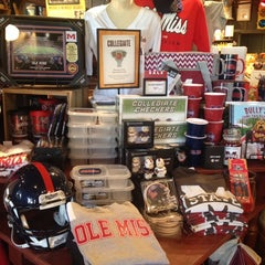 Photo taken at Cracker Barrel Old Country Store by Elaine C. on 8/21/2014