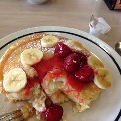 Photo taken at IHOP by Zuhal O. on 2/9/2014