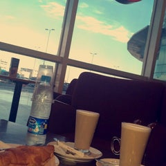 Photo taken at Costa Coffee | كوستا كوفي by 3nan A. on 11/30/2014
