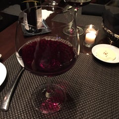 Photo taken at Wolfgang Puck Grille by Ervin M. on 12/20/2014
