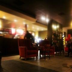Photo taken at Starbucks by Moe ♋. on 11/16/2012