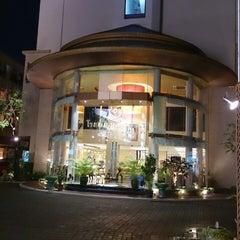 Photo taken at โรงแรมมณีนาราคร (Maninarakorn Hotel) by Ezrin I. on 10/18/2013