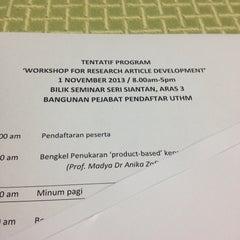 Photo taken at Pejabat Pendaftaran UTHM by F M N © on 11/1/2013