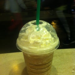 Photo taken at Starbucks by Kenny N. on 1/11/2013