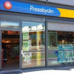 Photo taken at Pressbyrån Kronoparken by Raul F. on 8/23/2013