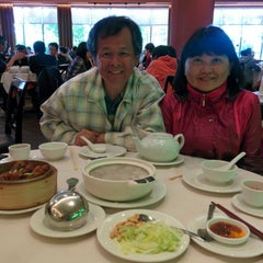 Photo taken at Kirin Seafood Restaurant by Yun-Chiao S. on 6/22/2014
