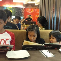 Photo taken at Pizza Hut by Dede P. on 8/27/2014