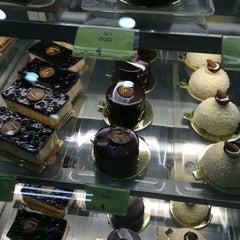 Photo taken at Saadeddin Pastry حلويات سعدالدين by Mr.AnąS™ on 8/24/2014
