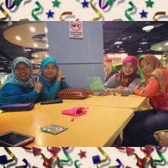 Photo taken at Food Court by Nelly E. on 4/3/2015