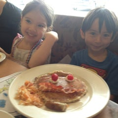 Photo taken at Coco's Bakery Restaurant by Richard M. on 8/26/2013