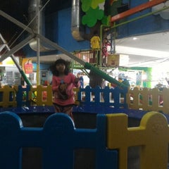 Photo taken at Lollipop's Playland & Cafe by Reynold R. on 9/5/2015