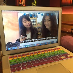 Photo taken at The Coffee Bean & Tea Leaf by Ling 💗✨ H. on 6/23/2015