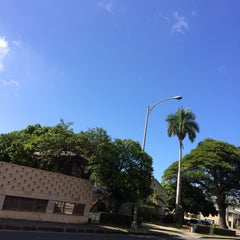 Photo taken at King St & Kalakaua Ave Intersection by Satoshi H. on 5/29/2014