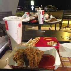 Photo taken at McDonald's / McCafé by Credo W. on 4/16/2013