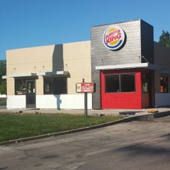 Photo taken at Burger King® by Mirlin M. on 7/2/2015