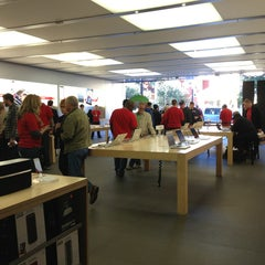 Photo taken at Apple Store, Town Square by Pongpan S. on 1/7/2013
