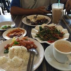 Photo taken at Restoran Cina Muslim Mohd Chan Abdullah by Jay D. on 6/3/2015