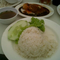 Photo taken at Sri Teja Food Court (Medan Selera) by Amar Aidil A. on 9/25/2012