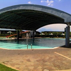 Photo taken at ATLANTIS swimming pool by Aprilian N. on 4/16/2012