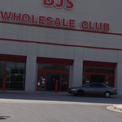 Photo taken at BJ's Wholesale Club by Jo I. on 6/14/2012