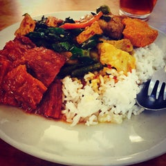 Photo taken at Ze Lin Vegetarian Restaurant by Yogan R. on 10/16/2015