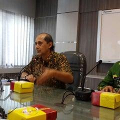 Photo taken at Kantor Walikota Banjarmasin - Pemkot Banjarmasin by Agung R. on 3/27/2014