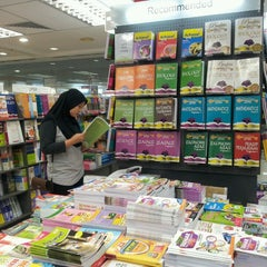 Photo taken at POPULAR Bookstore by Nana A. on 7/3/2014